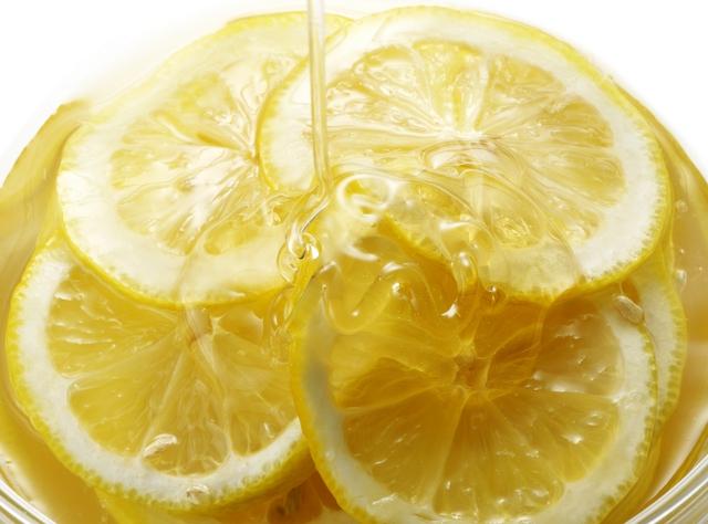 蜂蜜がかかるレモン