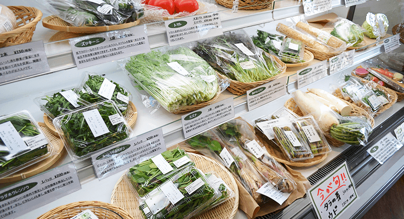 スーパーに陳列された有機野菜